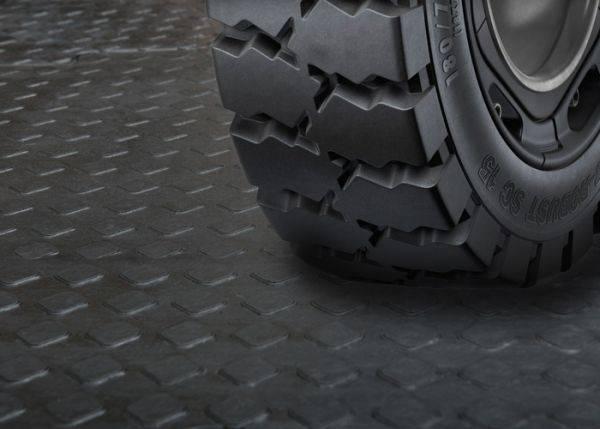 Простой монтаж пола на бетонное основание в гараже - резиновая плитка